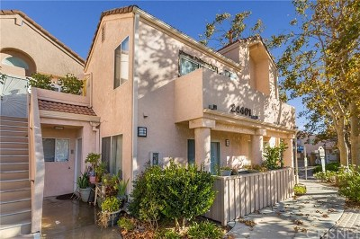 Newhall Condo/Townhouse For Sale: 24401 Valle Del Oro #102