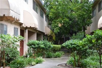 Northridge Condo/Townhouse For Sale: 17131 Roscoe Boulevard #5
