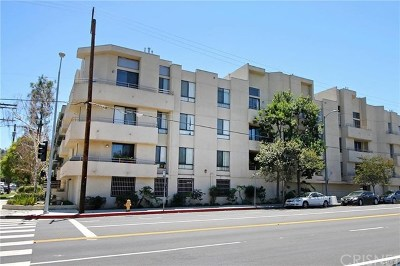 Sherman Oaks Condo/Townhouse For Sale: 13920 Moorpark Street #105