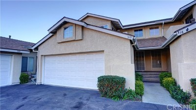 Saugus Condo/Townhouse Active Under Contract: 22940 Banyan Place #319