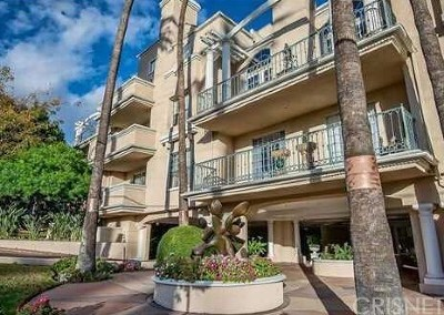 West Hollywood Condo/Townhouse For Sale: 930 N Doheny Drive #210
