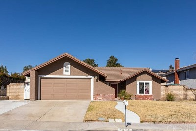 Canyon Country Single Family Home For Sale: 14819 Begonias Lane