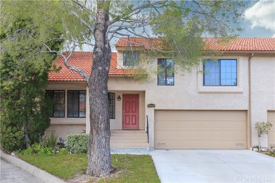 Newhall Condo/Townhouse For Sale: 20049 Avenue Of The Oaks