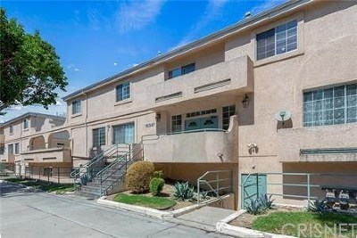 Reseda Condo/Townhouse For Sale: 18347 Saticoy Street #30