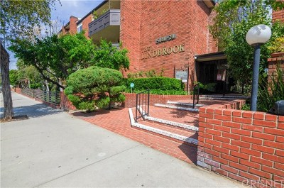 Condo/Townhouse For Sale: 5440 Lindley Avenue #309