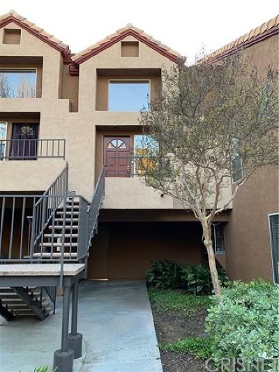Santa Clarita, Newhall, Saugus, Valencia, Canyon Country Condo/Townhouse For Sale: 22633 Copper Hill Drive #92
