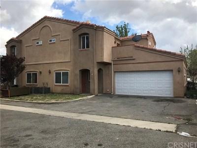 Palmdale Condo/Townhouse For Sale: 2320 E Avenue Q4 #55