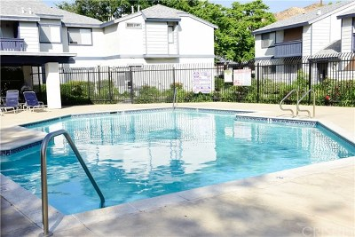 Saugus Condo/Townhouse For Sale: 27642 Susan Beth Way #L