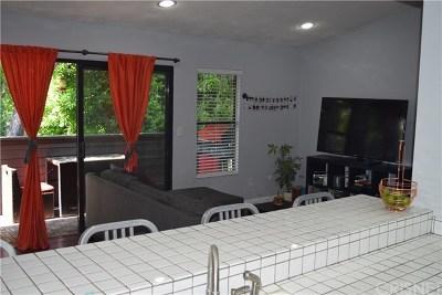 Reseda Condo/Townhouse For Sale: 7308 Corbin Avenue #L