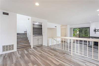 Los Angeles County Condo/Townhouse For Sale: 5757 Owensmouth Avenue #4