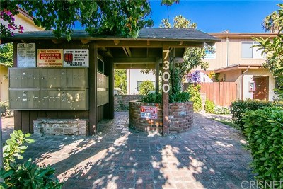 Van Nuys Condo/Townhouse Active Under Contract: 7300 Lennox Avenue #J1