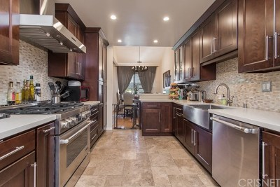 Studio City Condo/Townhouse For Sale: 4542 Coldwater Canyon Avenue #11
