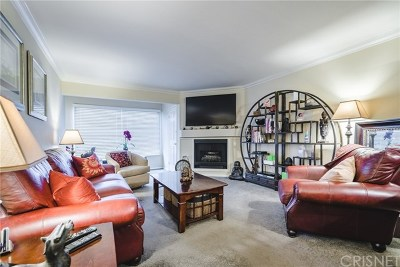 Woodland Hills Condo/Townhouse For Sale: 5530 Owensmouth Avenue #223