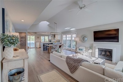 Valencia Single Family Home Active Under Contract: 25863 Bellis Drive
