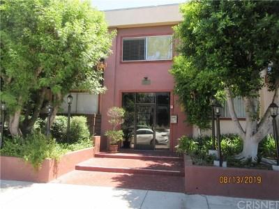 Condo/Townhouse For Sale: 5400 Newcastle Avenue #35