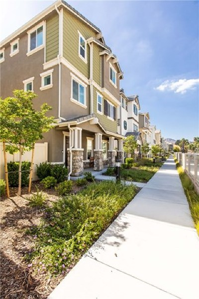 Chatsworth Condo/Townhouse For Sale: 9112 Foster Lane