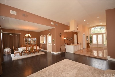 Murrieta Single Family Home For Sale: 38337 Cherrywood Drive
