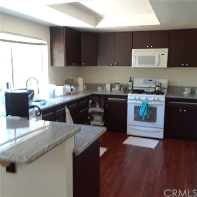 Lake Elsinore Condo/Townhouse For Sale: 585 Parkview Drive
