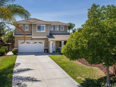 Murrieta Single Family Home For Sale: 37235 Moonbeam Court