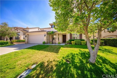 Temecula Single Family Home Active Under Contract: 45479 Callesito Altar