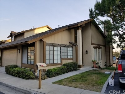 Fullerton Condo/Townhouse For Sale: 2314 Applewood Circle #63