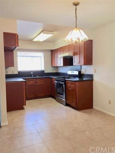 Pomona Condo/Townhouse For Sale: 1423 S White Avenue #B