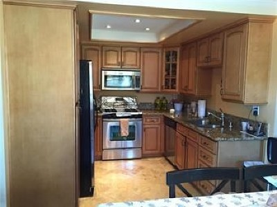 Diamond Bar Condo/Townhouse For Sale: 901 Golden Springs Drive #A4