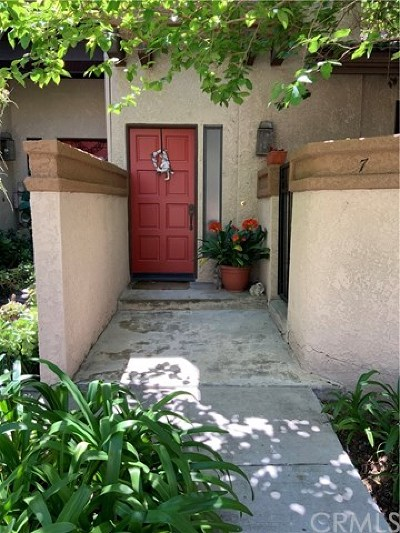 Pomona Condo/Townhouse For Sale: 7 Stony Point Place
