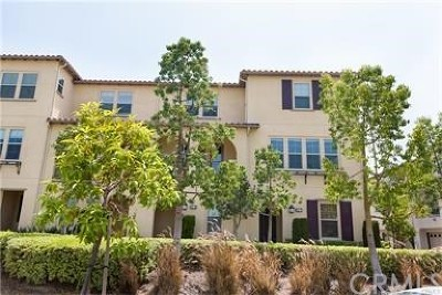 Azusa Condo/Townhouse For Sale: 970 Sweetbriar #D