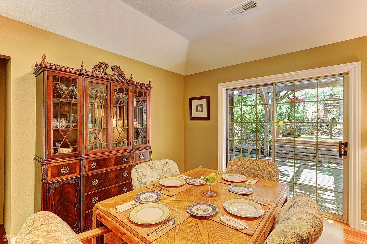 Round Table Grass Valley Ca.3 Bed 2 Full 1 Partial Baths Home In Grass Valley For 599 000