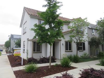 GILROY Townhouse For Sale: 132 Caroline Ln