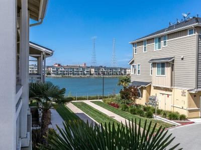 Redwood City Townhouse For Sale: 643 Turnbuckle Dr 1903