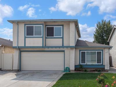 Single Family Home For Sale: 870 Calle De Verde