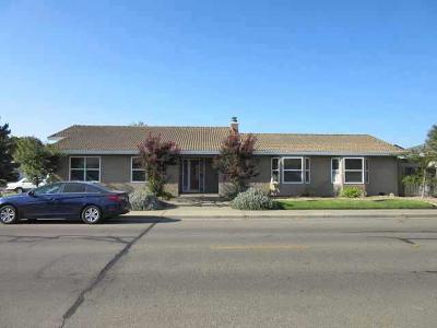 Lodi Single Family Home For Sale: 1453 W Tokay St