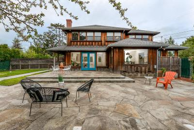 Single Family Home For Sale: 711 Highland Ave