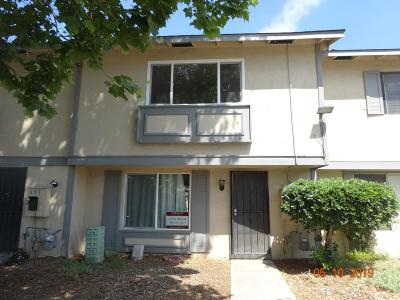 Santa Clara County Townhouse For Sale: 495 Los Arboles St
