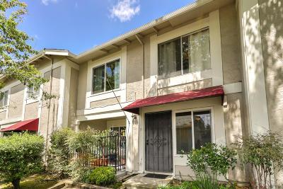 Santa Clara County Townhouse For Sale: 35 Muirfield Ct