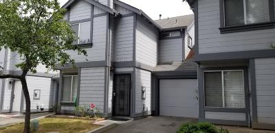 Santa Clara County Townhouse For Sale: 1002 Bertolone Ct