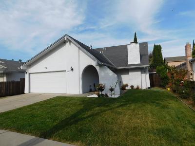 Single Family Home For Sale: 4627 Mia Cir