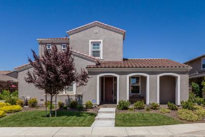 MORGAN HILL Single Family Home For Sale: 18242 Solano Pl