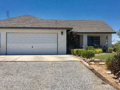 Inyo County, Kern County, Tulare County Single Family Home For Sale: 1709 S Gateway Blvd