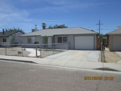 Inyo County, Kern County, Tulare County Single Family Home For Sale: 213 N Helena St