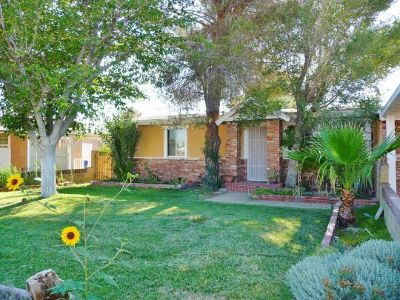 Inyo County, Kern County, Tulare County Single Family Home For Sale: 308 N Florence St