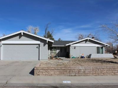 Inyo County, Kern County, Tulare County Single Family Home For Sale: 700 N Sherri St