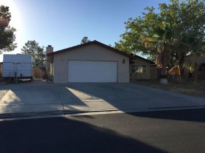 Inyo County, Kern County, Tulare County Single Family Home For Sale: 720 Lakeland
