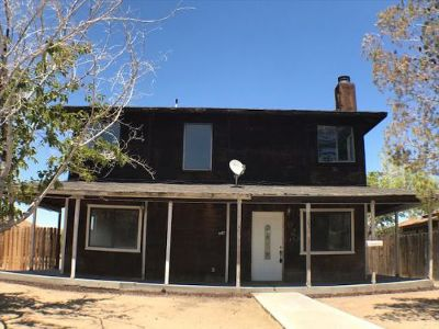 Inyo County, Kern County, Tulare County Single Family Home For Sale: 920 E Church Ave