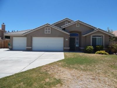 Inyo County, Kern County, Tulare County Single Family Home For Sale: 1133 Rebecca
