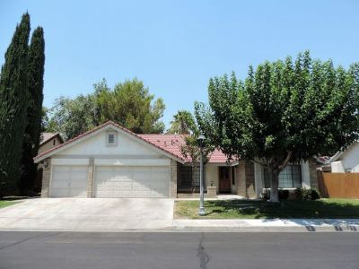 Inyo County, Kern County, Tulare County Single Family Home For Sale: 1231 N Mayflower Cir