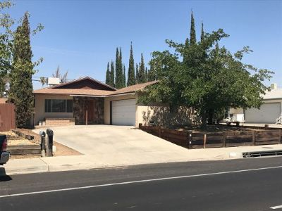 Inyo County, Kern County, Tulare County Single Family Home For Sale: 625 S Downs St