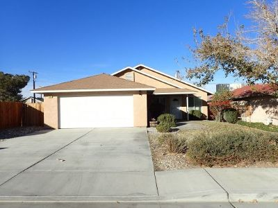 Inyo County, Kern County, Tulare County Single Family Home For Sale: 926 W Wasp Ave